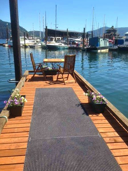 Wood and Mini Mesh Decking